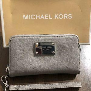 Michael Kors multipurpose wallet/clutch
